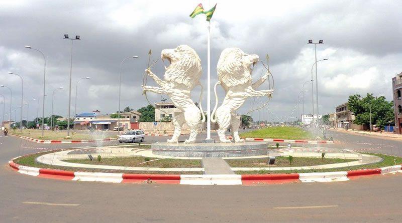 Carrefour deux lions
